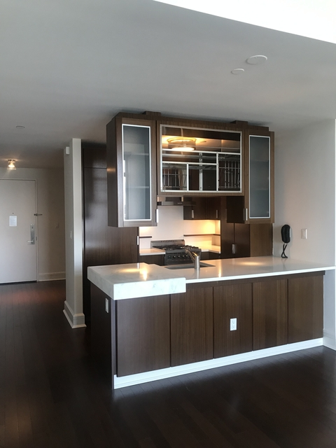 2 Bedrooms, Lincoln Square Rental in NYC for $8,210 - Photo 2