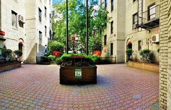 2 Bedrooms, Steinway Rental in NYC for $1,900 - Photo 2