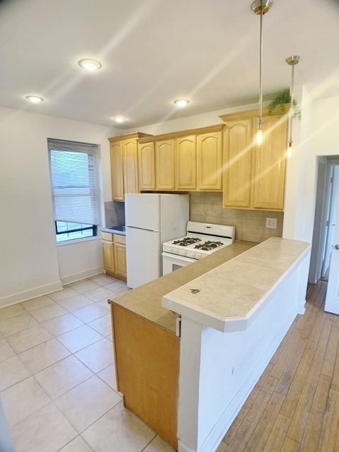 2 Bedrooms, Steinway Rental in NYC for $1,975 - Photo 1