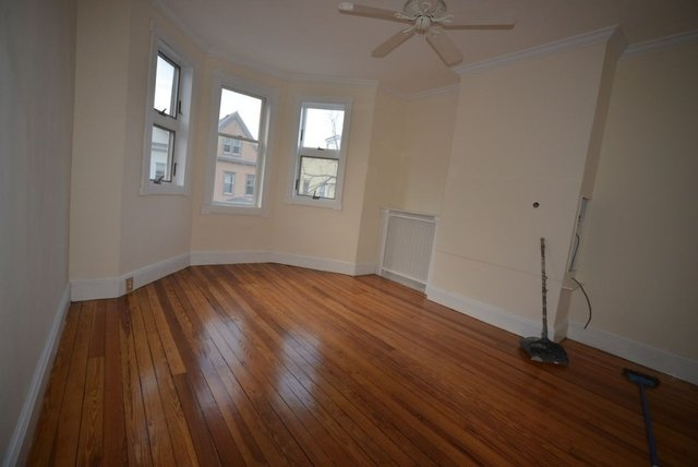 2 Bedrooms, Astoria Rental in NYC for $3,600 - Photo 2