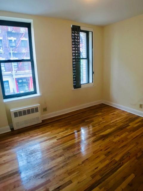 Room, Washington Heights Rental in NYC for $925 - Photo 2