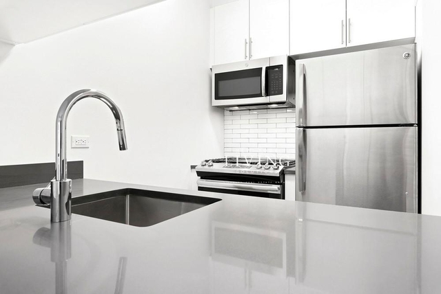 Studio, Yorkville Rental in NYC for $2,699 - Photo 2