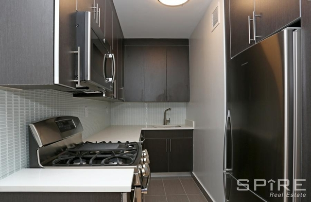 2 Bedrooms, Hell's Kitchen Rental in NYC for $6,092 - Photo 1