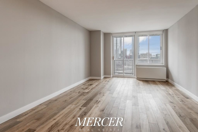 1 Bedroom, Hell's Kitchen Rental in NYC for $3,428 - Photo 2