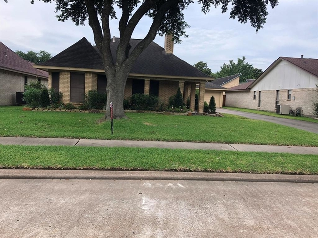 3 Bedrooms, Baywood Shadows Rental in Houston for $1,850 - Photo 1