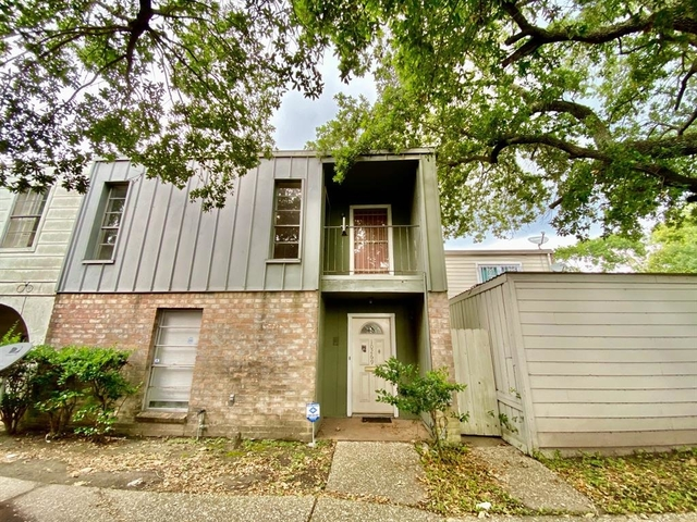 3 Bedrooms, Braeburn Valley Townhome Rental in Houston for $1,275 - Photo 1