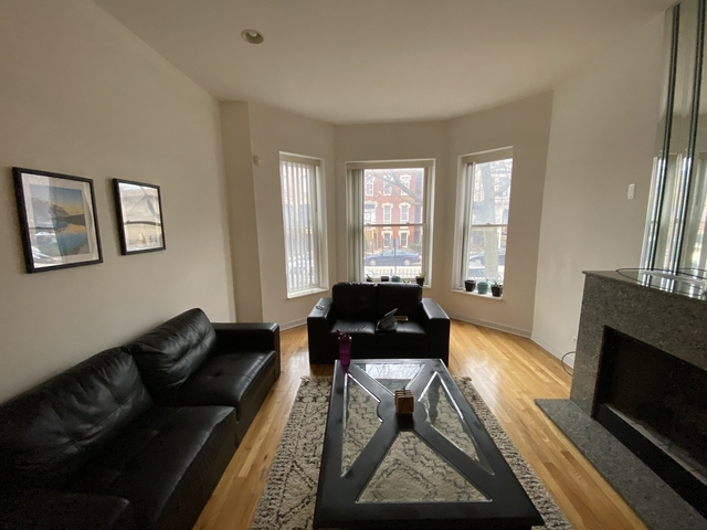 3 Bedrooms, The Gap Rental in Chicago, IL for $3,000 - Photo 2