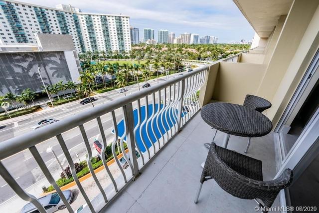Studio, Venicetta Beach Rental in Miami, FL for $1,550 - Photo 2