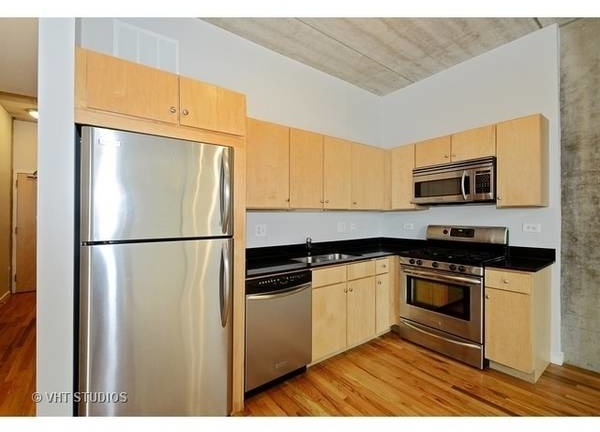 2 Bedrooms, River North Rental in Chicago, IL for $2,500 - Photo 1