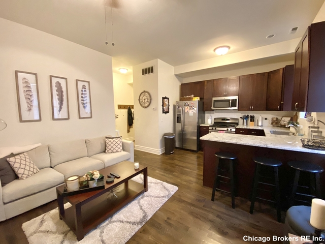 2 Bedrooms, Ukrainian Village Rental in Chicago, IL for $1,950 - Photo 2