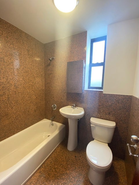 2 Bedrooms, East Harlem Rental in NYC for $2,545 - Photo 2