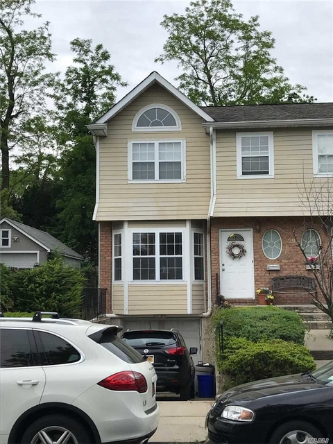 3 Bedrooms, Manorhaven Rental in Long Island, NY for $3,550 - Photo 2