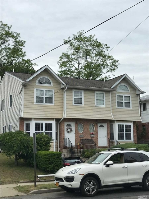 3 Bedrooms, Manorhaven Rental in Long Island, NY for $3,550 - Photo 1