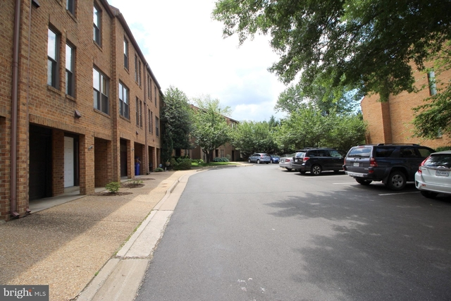 2 Bedrooms, Bluemont Rental in Washington, DC for $2,800 - Photo 2