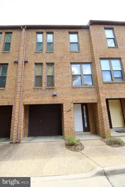 2 Bedrooms, Bluemont Rental in Washington, DC for $2,800 - Photo 1