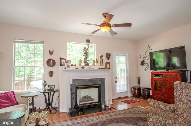 3 Bedrooms, Springfield Rental in Washington, DC for $2,850 - Photo 2