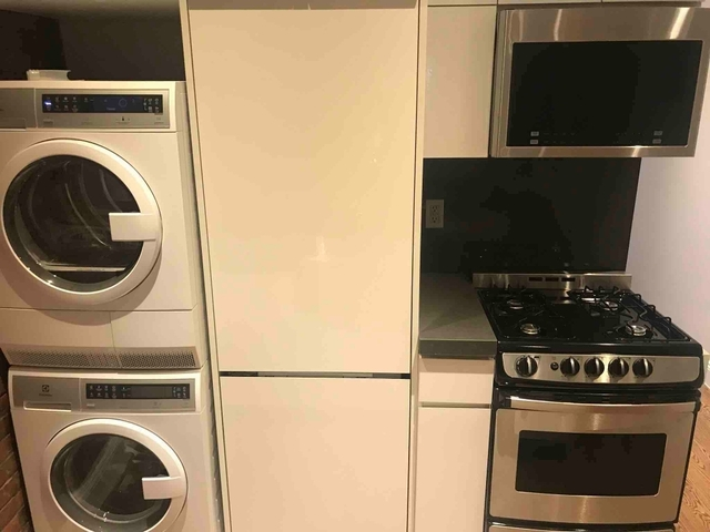 4 Bedrooms, Hell's Kitchen Rental in NYC for $4,162 - Photo 1