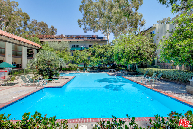 2 Bedrooms, Encino Rental in Los Angeles, CA for $2,150 - Photo 1