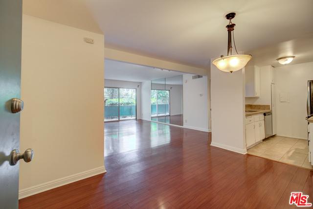 2 Bedrooms, Encino Rental in Los Angeles, CA for $2,150 - Photo 2