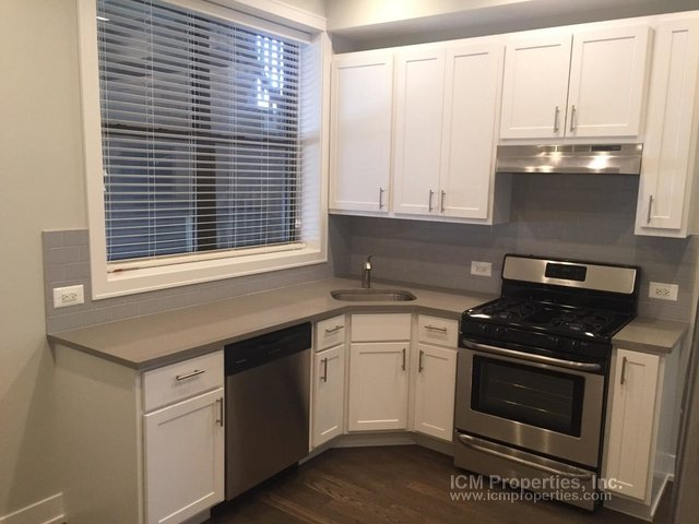 2 Bedrooms, Roscoe Village Rental in Chicago, IL for $2,100 - Photo 1