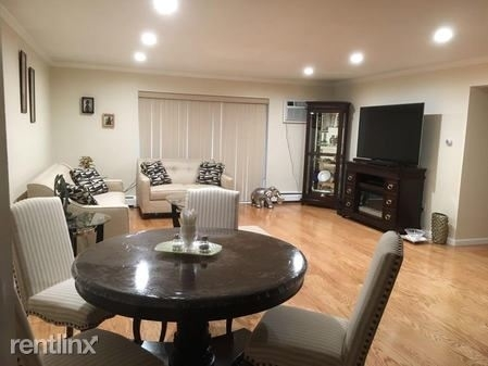 2 Bedrooms, Newton Center Rental in Boston, MA for $2,500 - Photo 2