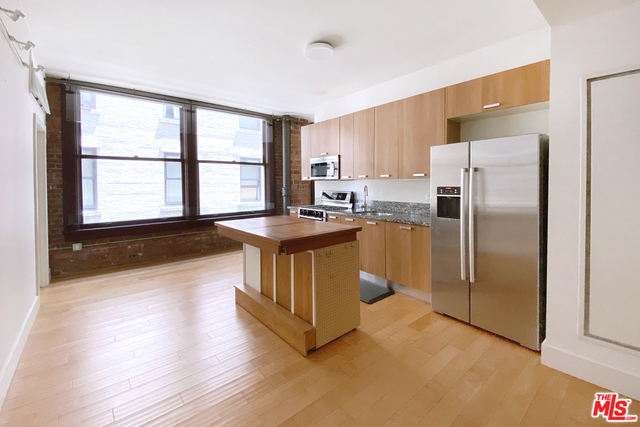 2 Bedrooms, Gallery Row Rental in Los Angeles, CA for $2,700 - Photo 2