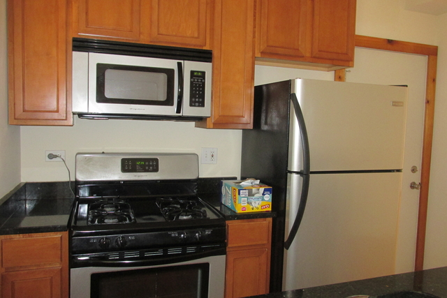 3 Bedrooms, Hyde Park Rental in Chicago, IL for $1,940 - Photo 1