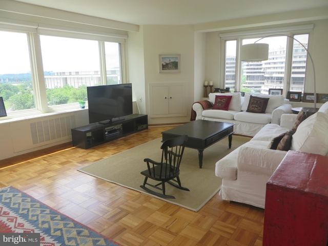 3 Bedrooms, Foggy Bottom Rental in Washington, DC for $4,800 - Photo 2