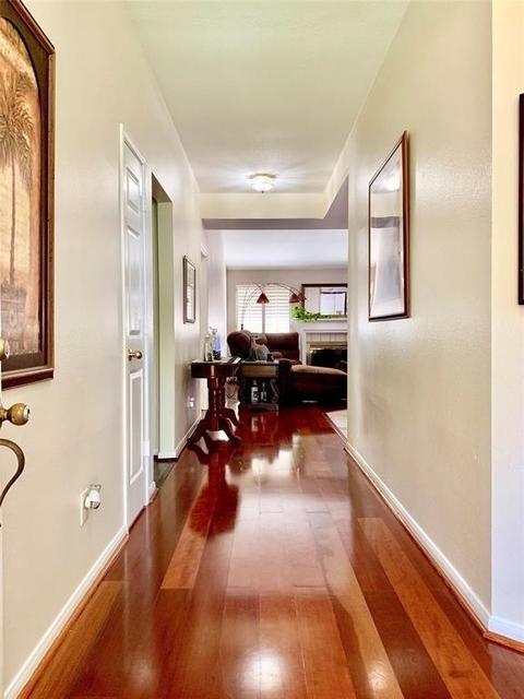 4 Bedrooms, Grogan's Mill Rental in Houston for $1,900 - Photo 2