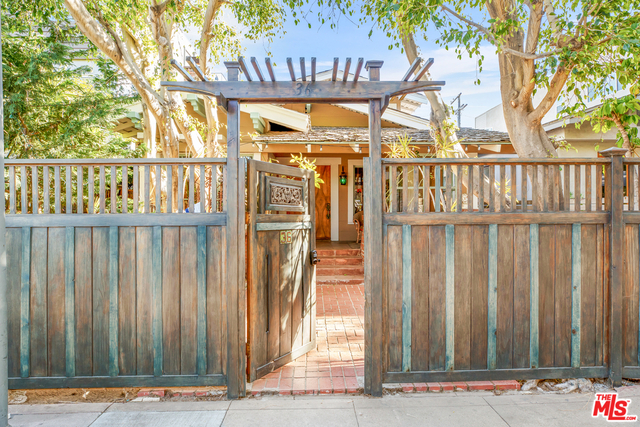 3 Bedrooms, Venice Beach Rental in Los Angeles, CA for $6,900 - Photo 2