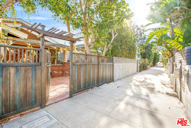 3 Bedrooms, Venice Beach Rental in Los Angeles, CA for $6,900 - Photo 1
