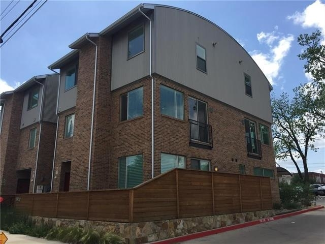 2 Bedrooms, Fort Worth Rental in Dallas for $2,200 - Photo 1