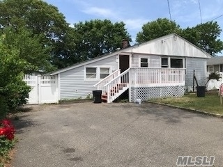 3 Bedrooms, Selden Rental in Long Island, NY for $3,500 - Photo 1
