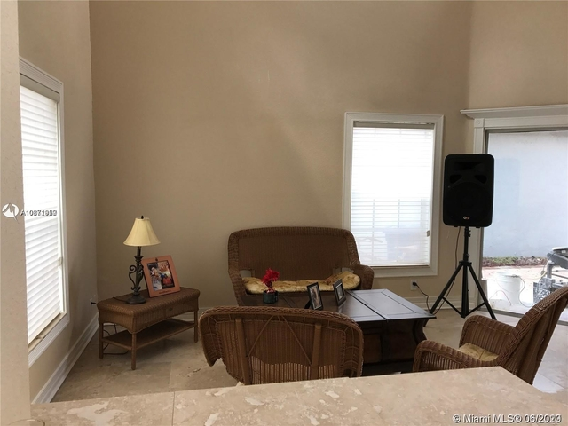 3 Bedrooms, Country Isles Garden Homes Rental in Miami, FL for $2,400 - Photo 2