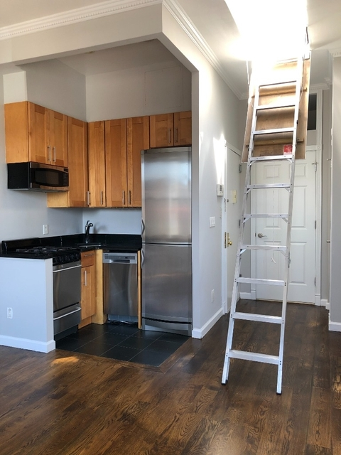 2 Bedrooms, Hell's Kitchen Rental in NYC for $3,500 - Photo 2