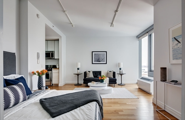 Studio, Hell's Kitchen Rental in NYC for $3,375 - Photo 2