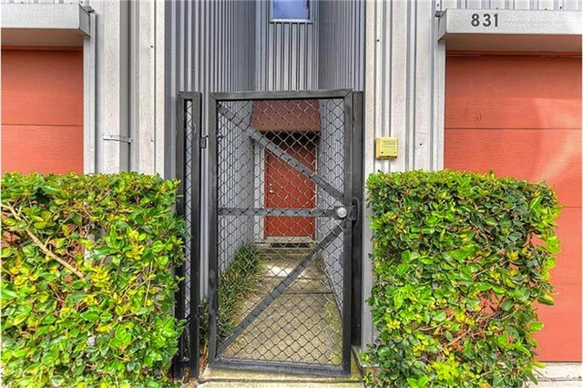 2 Bedrooms, Crosby Street Square Townhome Rental in Houston for $2,300 - Photo 2