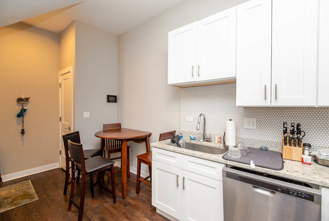 2 Bedrooms, Heart of Chicago Rental in Chicago, IL for $1,680 - Photo 2