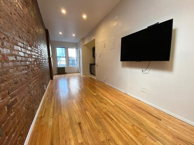 2 Bedrooms, Hell's Kitchen Rental in NYC for $2,495 - Photo 1