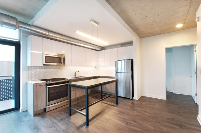 2 Bedrooms, Roscoe Village Rental in Chicago, IL for $2,598 - Photo 1