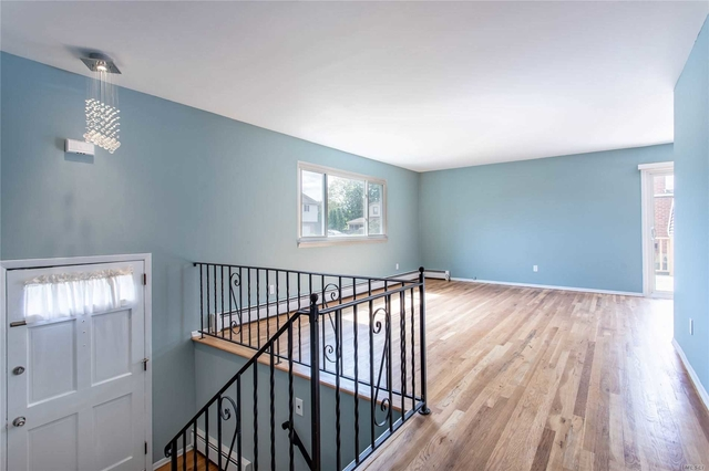 3 Bedrooms, Elwood Rental in Long Island, NY for $2,700 - Photo 2