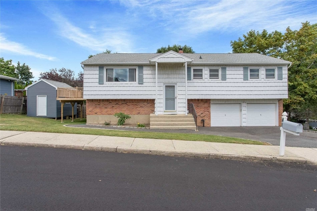3 Bedrooms, Elwood Rental in Long Island, NY for $2,700 - Photo 1