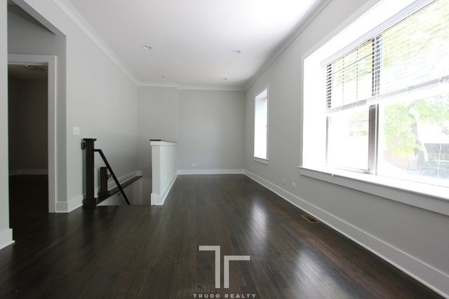 2 Bedrooms, Roscoe Village Rental in Chicago, IL for $1,975 - Photo 2