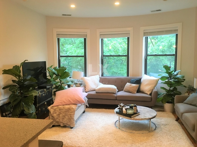 4 Bedrooms, Wrightwood Rental in Chicago, IL for $3,995 - Photo 2
