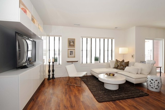 2 Bedrooms, Ravenswood Rental in Chicago, IL for $2,281 - Photo 2