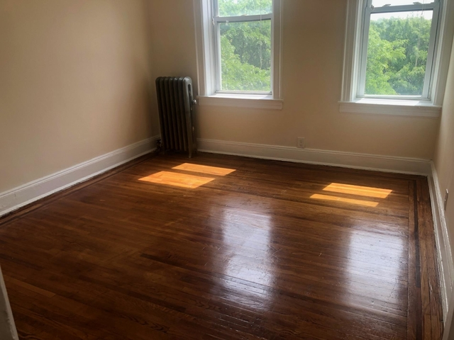 2 Bedrooms, Woodside Rental in NYC for $2,000 - Photo 1