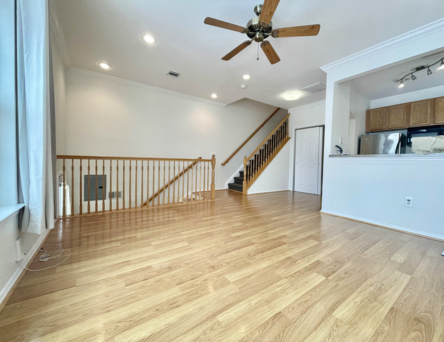 3 Bedrooms, Harding Park Rental in NYC for $3,000 - Photo 1
