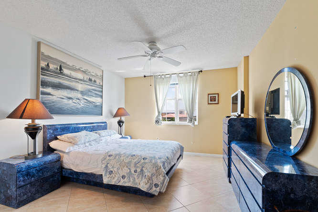 2 Bedrooms, Courtyards in Cityplace Condominiums Rental in Miami, FL for $2,500 - Photo 2