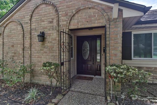 3 Bedrooms, Walnut Bend Rental in Houston for $1,895 - Photo 2