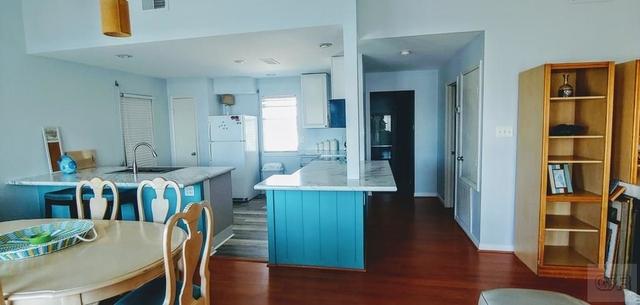 3 Bedrooms, Karankawa Rental in Houston for $2,500 - Photo 2